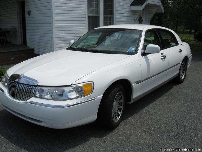 2000 Lincoln Towncar Signature Series Price 5 000 For Sale In
