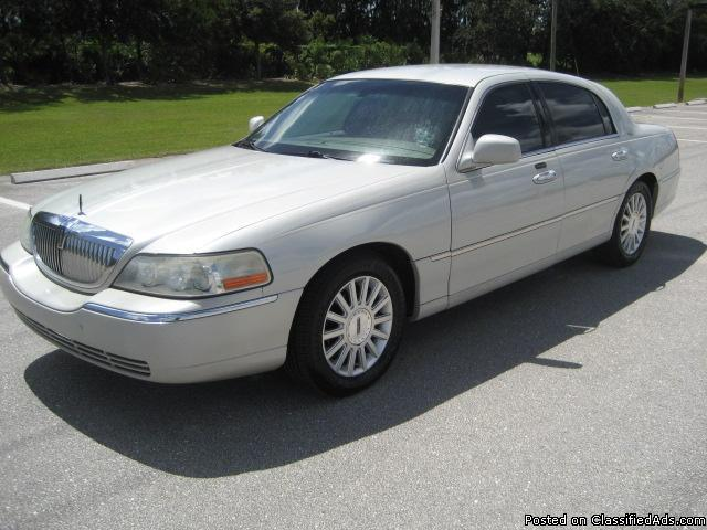 2004 Lincoln Town Car Ultimate Edition, Very Good Condition