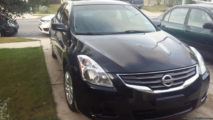 2011 NISSAN ALTIMA ONLY 38000 MILES.