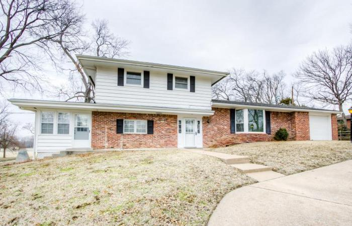 3 Bed 3 Bath Home for Sale in Bartlesville