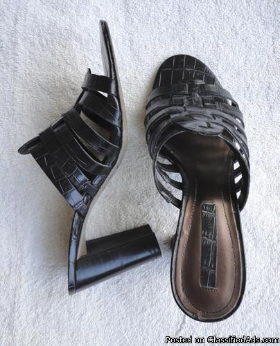 Bandolino black leather sandals w/heels