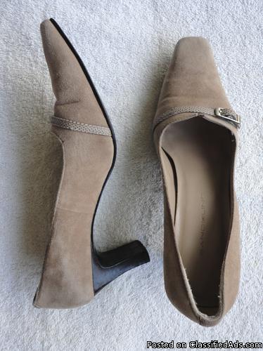 Bandolino womens leather heel pumps