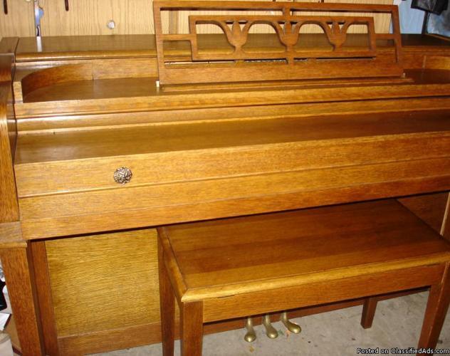 CONSOLE PIANO - MINT CONDITION. - Price: 950.00