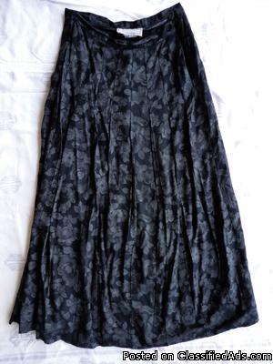 Courtenay black print skirt