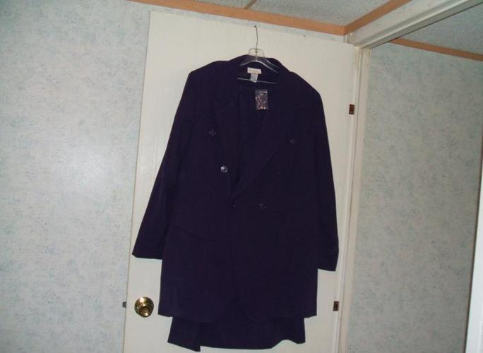 DARK PLUM JACKET TOP WITH MATCHING SKIRT SIZE 24