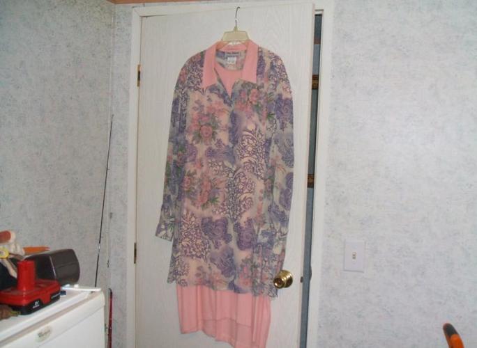DRESSES SIZE 22