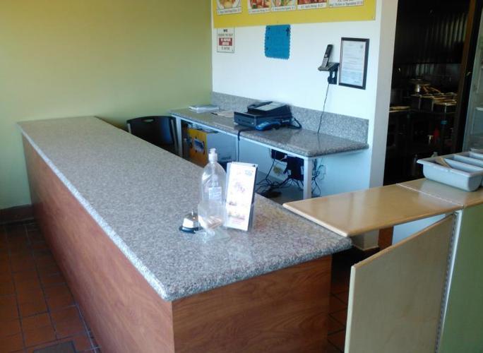Fully Equipped Restaurant for Lease/ Restaurante completamente equipado de renta