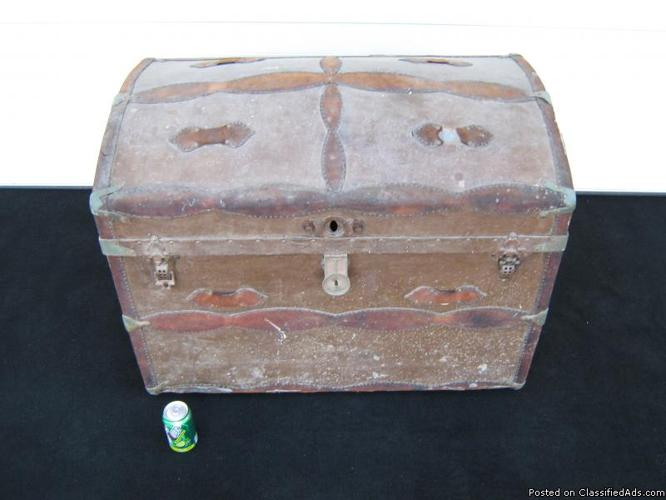 OLD STEAMER TRUNK - Price: $100.