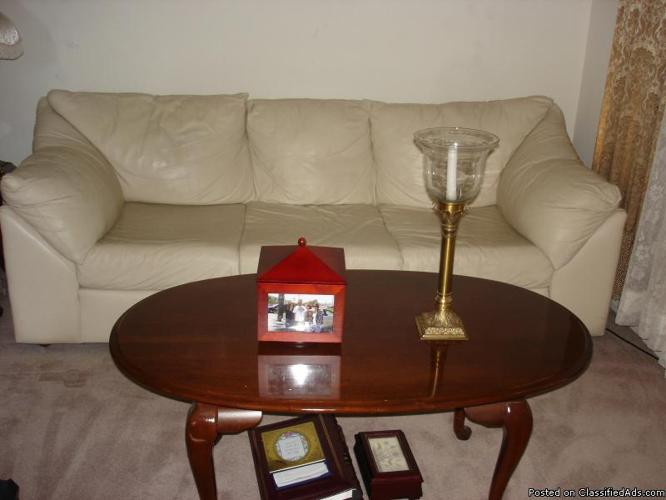 SOFA LEATHER IN PERFECT CONDITION - Price: 250