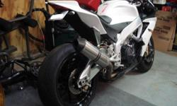 2010 Aprilia RSV4-R - Glam White Metallic *3,936 miles *Extended Transferrable Warranty until 2016!!!! + All OEM original equipment included (Muffler, Rearsets, Mirrors, Passenger Seat, Pegs, etc) Bike is in absolute manicured shaped. No expense spared,