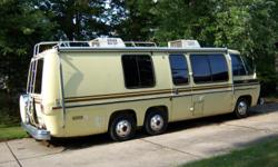 THIS IS AN ALL ORIGIONAL 1973 GMC 26FT. MOTORHOME. MILAGE ONLY 87,000 ORIGINAL . RUNS GREAT. ALWAYS GARAGED. PAINTED DESSERT MODEL. SIDEBATH. REAR BED. TWO FRONT SOFAS MAKE FOUR