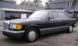 120K MILES BLACK, 4DOOR, V8, GRAY LEATHER, POWER WINDOWS, POWER LOCKS, HEATED SEATS, AM/FM, SUNROOF, A/C, HEAT. GREAT CONDITION ON THE INSIDE AND OUTSIDE. IT WAS WELL CARED FOR.