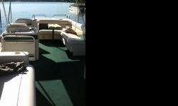 Hurry for a nice 24' pontoon in good condition with a 60 hp. Evinrude 2 stokes engine. Party with 13 life preservers, dressing room, table, captain console, radio with cassette and 2 speakers. Seats open into queen bed,metal ladder, fire