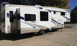 2006 Alumascape Suite 33SKT Triple slide out, Aluminum exterior, Sleeps 4, King island bed, 2 door refrigerator, Manual awning, Central air conditioning, High profile, Walk through bath, Shower/Skylight, Porcelain stool, Freestanding dinette, Pleated