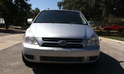 2006 KIA SEDONA, AUTOMATIC, SIX CYLIDERS, CD, AIR CONDITION IN FRONT AND REAR, HEATER, CAPTAIN CHAIRS, 116 882 MILES, TITULO LIMPIO - CLEAN TITLE, NO ACCIDENTS, IMMACULATE, GOOD TIRES, POWER WINDOWS AND MIRRORS, GAS SAVER $5100 HABLO ESPANOL 210-412-4975