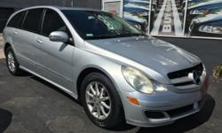 For sale now this 2006 Mercedes Benz R350, perfect condition, no issues, clean title, transmission and engine working good. For information call 7866158834 or 3053050037