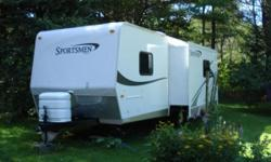 2008 KZ SPORTSMEN 30 feet long, GREAT TRAILER - selling to buy a house. 3 piece bathroom, rear slider, two 45lbs propane tanks, huge double sinks in kitchen, exterior shower, storage compartments, queen size bed, big closets, sleeps 6, excellent