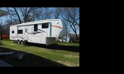 2009 Big Country Fifth-wheel for sale, 29 1/2 foot, 13 foot tall, I am listing this for my Grandparents, this 5th wheel is in excellent condition, very well taken care of, owned by an elderly couple, used very little and is now time to part. No Smoking,