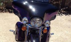 Chrome Accessories and other components: Nostalgic passenger foote kit Passenger footboard covers Flt chrome front end package Painted inner fairing Hand control leavers fl kit Switch hsg, chrm/ultra, fls Adj rider Adj backrest Led tour pak light Radio