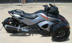 2011 Can-Am Spyder RS-S that comes in two-tone Pure Magnesium Metallic / Steel Black Metallic may not have eight legs, but it does have top-notch three-wheel stability. This bike looks LIKE NEW, as well it should with only 1011 miles on the odometer. This
