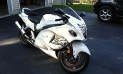 011 Suzuki HAYABUSA Street bike. This Motorcycle is the definition of performance and is not intended for the faint of heart. The Bike is in BRAND new condition, It has a white pearl metallic color, No scratches, no blemishes, no imperfections.