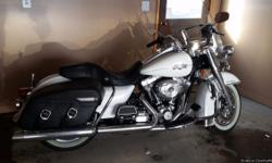 Harley Davidson Road King Classic with 5380  miles. White Hot Pearl Road King Classic in Excellent condition!  Air-cooled Twin Cam 103 with Integrated oil-cooler engine. Any further questions please e-mail me : Samuel.Gorsuch4@outlook.com
