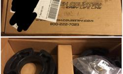 "BRAND NEW IN BOX 2.5"" Rough Country suspensions leveling kit. Will fit an 04-08 Ford F-150 truck."