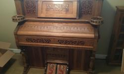Beautifully crafted oak organ with pump pedalsA must see! CASH ONLY or PAYPAL