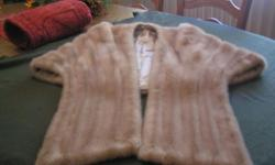 HIGH LUSTER TOP QUALLITY  SOFT 100% FULL MINK STOLE IN A SHADED BLOND COLOR. STOLE HAS A HIGH COLLAR WITH INSIDE POCKETS , NEVER USED.  A TERRFIC GIFT. PURCHASE PRICE WAS $ 1399.00 B/O CALL