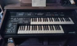 Beautiful Technics digital organ. You won't believe your ears when you hear all the sounds this organ can make. 4 different flute sounds, tennor and alto sax, Hammond B3 organ with Lesley, pipe organ, jazz guitar, vocal ensemble, epiano, Hawaiian