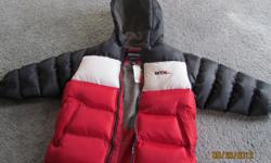 Boys Weathertamer winter coat. Blue/White/Red w/ hood. Sz 7