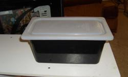 """6"""" Black tubs with white lids...... Will not crack or bend, dishwasher safe, stackable, withstands temp. from -40F to 210F. Made of polycarbonate, lids help reduce cross contamination, 1/4"""" size white If interested please call Stephanie"""