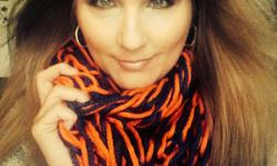 ??Beautiful soft chunky and warm is what this infinity scarf Is I have knitted in a soft cozy yarn. 100% acrylic
