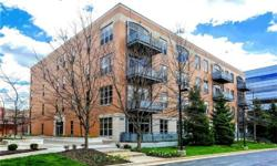 Creve CoeurSpacious Contemporary Loft with 11' ceilings, 2 bed rooms, and 2 bath rooms in the heart of Creve Coeur. This corner unit offers open floor plan and lots of light with large windows and west facing balcony, perfect for catching beautiful