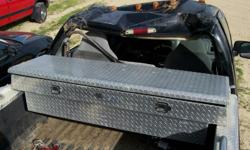 Used diamond plate tool box. Mounts on truck bed rails. Back corners of lid split but useable. *******Good shape********* Remington Auto Salvage 4004 Curvue Rd. Eau Claire, WI 54703 Contact Jeff at: 715-318-4163 or reply via e-mail Hours: M - F, 8:00 am -