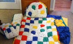COMFORTER, BUMPER, HEAD BUMPER, DUST RUFFLE, FITTED SHEET, BALLOON VALENCE. PRIMARY COLORS. LIKE NEW! --