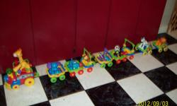 15 Pieces, with sounds , lights. over 6' long when conected to each other,, 1 Engine, 4 single cars, 2 double cars, giraffe, 2 elephants, 1 hipo, 1 monkey, 1 alligator, 1 panda, 1 zebra and 1 lion. Wach animal has differient patterns on feet or rattle,