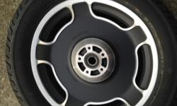 16 in. 2008 harley streetglide front wheel&tire.LESS than 500 miles on tire.MT90B16 M/C 72H,DUNLOP D402F,with harley davidson logo&lettering