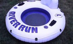 THIS HAS NO HOLES... two soda can holders GREAT FOR A SWIMING POOL OR LAKE OR AT THE BEACH IF THIS ADD IS UP ITEM IS AVIALABLE CASH ONLY & NO DELIVERY TEXTING IS QUICKEST RESPONCE. THANK YOU...