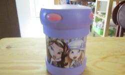 Cute Lil Bratz thermos in like new condition. My daughter used this exactly twice, so this is in fabulous shape.