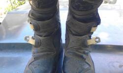 Size 6 alpinestar kids boot . Near new,