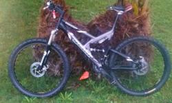 Giant mountain bike!!!! Hydrulic front an rear!!!! Front Bomber Shocks....Frame Suspension Really nice bike to own....