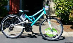 """BRAND NEW MOUNTAIN BIKE NEVER EVER USED IF THE AD IS AVAILABLE IT MEANS THAT THE BIKE IS STILL AVAILABLE REASON FOR SELLING: SOMEONE GIFTED ME BUT IT DOESN'T FIT MY SIZE Perfect for someone 5'2"""" - 5'10"""" Bike frame size 26"""""""