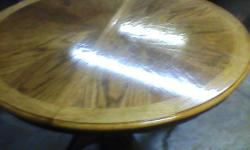 Beautiful Oak kitchen table with 2 side chairs and 2 end chairs