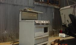 OKEEF AND MERRIT, DOUBLE OVEN STOVE HIGH DEMAND CERCA 1950 WHIT PORCELIAN