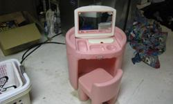USED LITTLE TYKES VANITY. FIRST 20.00 TAKES IT. please e-mail aprilrenteria@hotmail.com