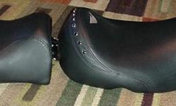 Harley Road King Seat like new condition was in storage !   $80 firm   located sarasota 34236