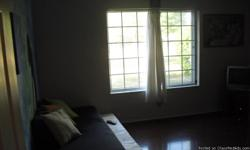 14 x 14 ft bedroom: utilities, speed internet and DIRECTV are included. 5 mim to Broad Ripple, 10 mim to downtown