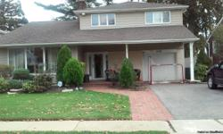 i have a 4bedroom house in merrick,its a split,looking to rent one bedroom w private bath,i have 2 living rooms brand new huge kitchen all can be used by rental