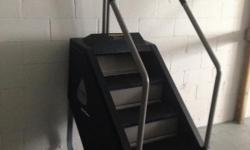 Stairmaster 7000PT Stepmill with C40 Silver Face Display The StairMaster Stepmill has been called the toughest workout you can get at the gym. It was no designed for he faint of heart, but rather for those who want a realchallenge at the gym. The